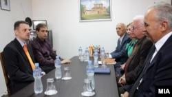 Средба на вицепремиерот Зоран Ставрески и министерот за труд и социјала Диме Спасов со претседателот на Сојузот на здруженија на пензионери на Македонија, Драги Аргировски.