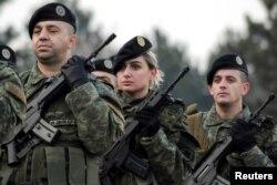 Pjesëtarë të Forcës së Sigurisë së Kosovës. Fotografi nga arkivi.