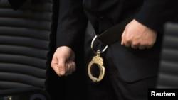 Андерс Брейвик в наручниках. Суд Осло, 21 мая 2012 года.