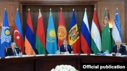 На саммите СНГ в Бишкеке. 16 сентября 2016 года.