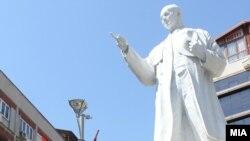 Споменикот на Ченто во Скопје.