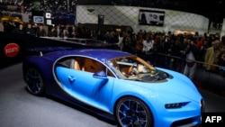 Bugatti Chiron modeli İsveçrədə maşın səsrgisində, Mart, 2016