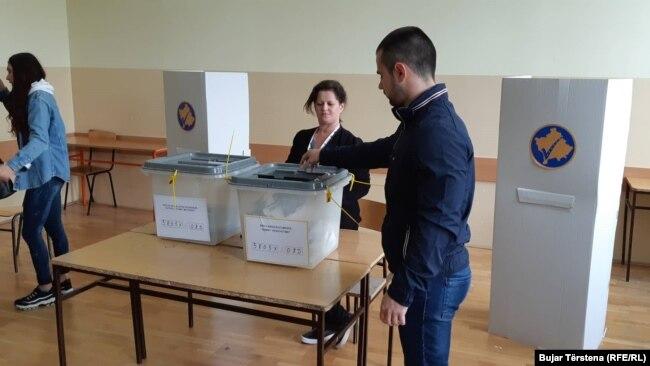 Qytetarët duke votuar në zgjedhjet në komunat veriore të Kosovës