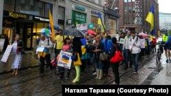 Хода «Проти російської агресії» на головній вулиці Гельсінкі, 2014 рік. Організовано Товариством українців у Фінляндії