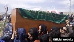 تشییع جنازه فرخنده توسط زنان افغانستان