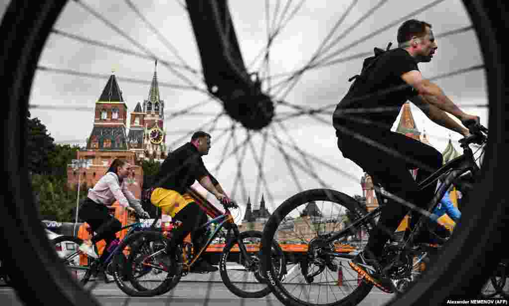 People ride their bikes past Red Square at a bicycle festival in central Moscow. (AFP/Alexander Nemenov)