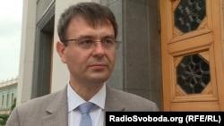 Данило Гетьманцев вже заявив журналістам, що Верховна Рада «не може не відреагувати» на заяву Смолія