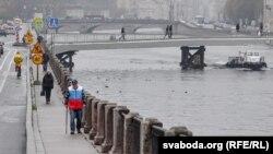 Дарёи Нева аз маркази шаҳри Санкт-Петербург мегузарад