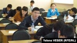 Школьники на уроках. Иллюстративное фото.