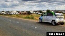Электромобиль французских путешественников Кесавье Дегона и Антонена Ги едет по дорогам Казахстана. Фото с их страницы на Facebook'e.