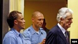 Radovan Karadžić ulazi u sudnicu Haškog tribunala, 31. jul 2008.