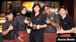 Малайзиядәге McDonaldsта мөслимәләр дә эшли