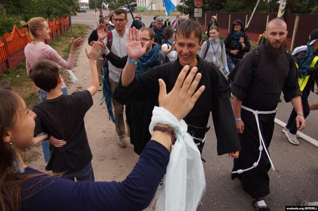 В паломничество тоже ходят семинаристы-семинаристы, будущие священники