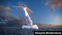 Запуск баллистической ракеты из-под воды