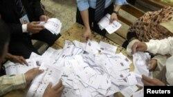 На избирательном участке в Каире во время парламентских выборов