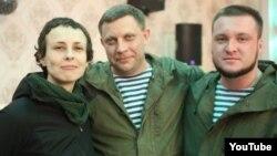 Российская певица Юлия Чичерина с боевиками группировок «ДНР» и «ЛНР»