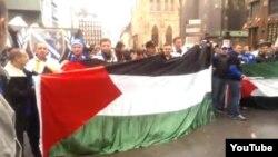 """Beč, grupa bh. navijača skandira """"ubij Židove""""."""