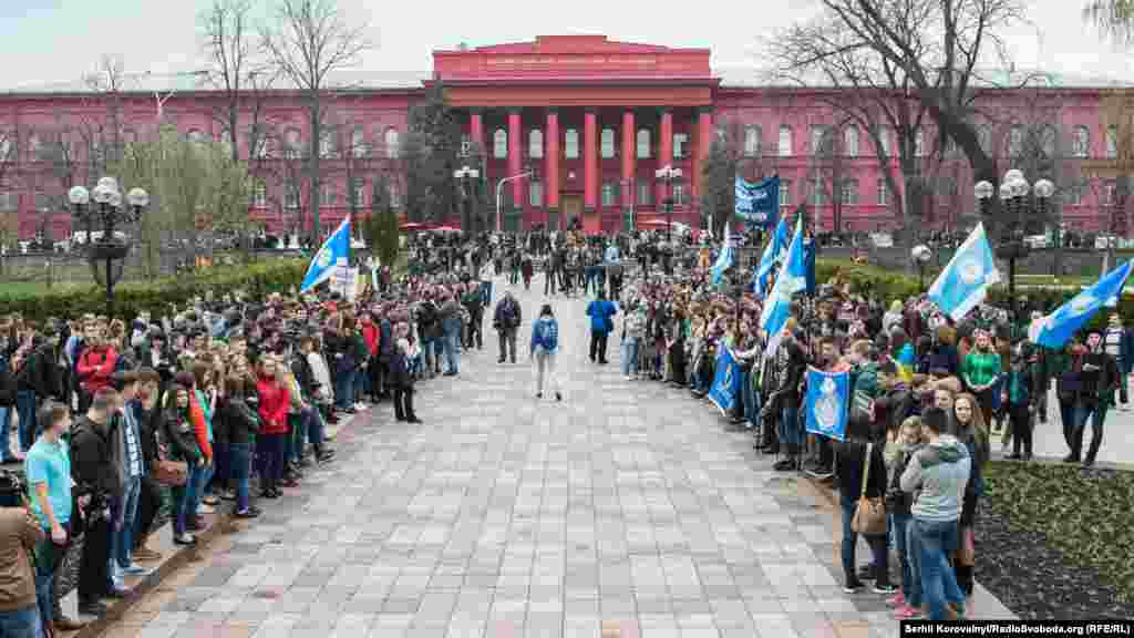 Студенты Киевского университета на митинге протеста