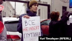 """Участник акции """"За честные выборы"""" в Москве 26 февраля"""