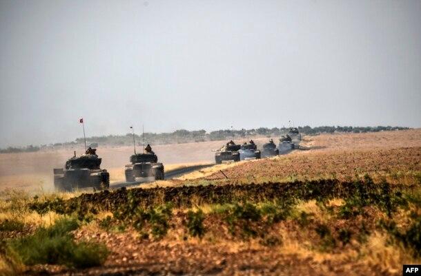 Турецкая танковая колонна входит в Сирию. 28 августа