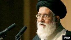 احمد علمالهدی، امام جمعه مشهد، میگوید، «یک عده که قائل به حاکمیت اسلام در زندگی بشر نیستند زمزمه مسموم سر میدهند که رابطه با آمریکا را به نظرسنجی بگذارند».