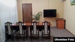 Кімната для проведення телеконференцій в Качанівській колонії, Харків, 7 серпня 2012 року