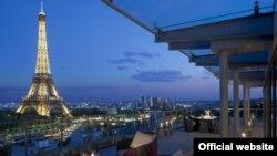 منظره برج ایفل از هتل «شنگری-لا»، هتلی که مَها السُدَیری ماهها در آن اقامت داشت.