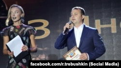 Руслан Требушкин на концерте патриотической песни в Покровске