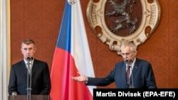 Президент Чешской Республики Милош Земан (справа) и премьер-министр Андрей Бабиш.