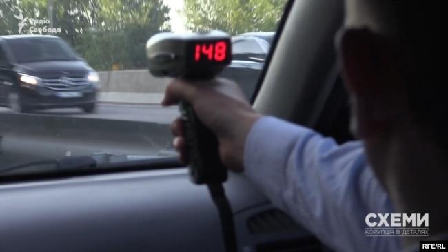 За допомогою радара журналісти встановили, що глава держави їхав додому зі швидкістю 148 км/год