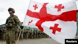 Грузинская армия должна пребывать в постоянной боеготовности, заявил сегодня в парламенте министр обороны Ираклий Аласания