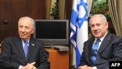 بنیامین نتانیاهو (راست) نخست وزیر و شیمون پرز رییس جمهور اسراییل