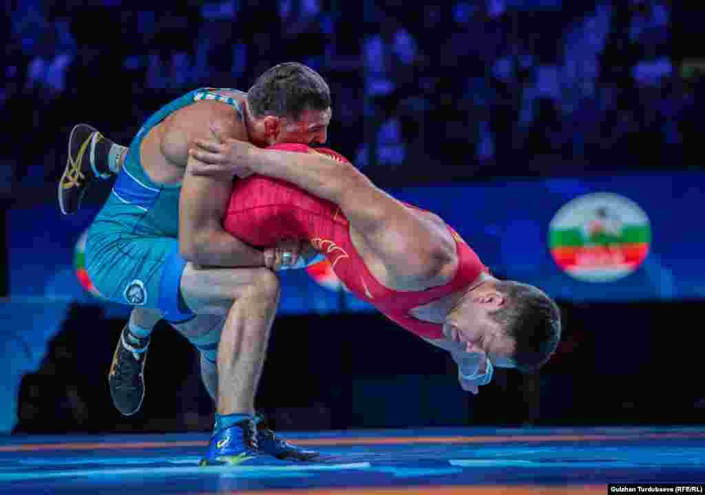Азисбеков проиграл со счетом 2:6 и оказался на 5 месте, но это дало право участия в Олимпиаде-2020.