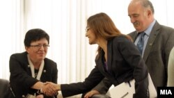 Претседателката на скопското обвинителство Гордана Гешковска, министерката за внатрешни работи Гордана Јанкулоска и јавниот обвинител Марко Зврлевски.
