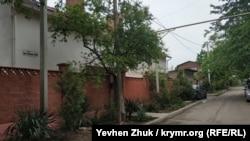 На улице Адмирала Макарова есть небольшой частный сектор
