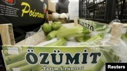 Turski proizvodi na jednoj moskovskoj tržnici, 1. decembar 2015