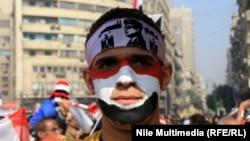 Молодой человек участвует в праздновании четвертой годовщины революции. Каир, 25 января 2015 года.