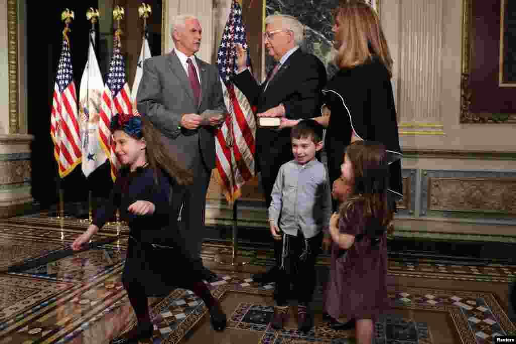 Новапрызначаны амбасадар ЗША ў Ізраілі Дэйвід Фрыдман складае прысягу перад віцэ-прэзыдэнтам ЗША Майкам Пэнсам