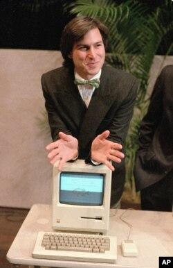 """Стив Джобс представляет """"Эппл Макинтош"""", 1984"""