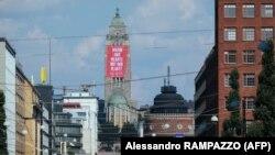 Напис на банері в Гельсінкі: «Зігрійте наші серця, а не планету». Одним зі своїх пріоритетів на чолі Ради Євросоюзу Фінляндія називає протидію змінам клімату
