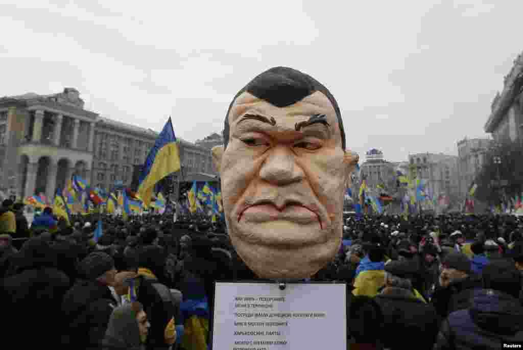 Pro-EU protesters hold an effigy of Ukranian President Viktor Yanukovych.