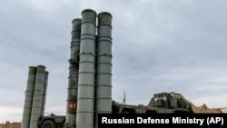 Илустративна фотографија - рускиот ракетен одбранбенсистемС-400 .
