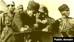 عکسی منسوب به محمدرضا شاه در جریان حرکت ارتش به سوی تبریز.