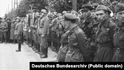 Спільний парад солдатів німецького Вермахту і Червоної армії Радянського Союзу. Брест, розділ Польщі, 22 вересня 1939 року