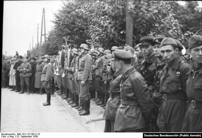Спільний парад Вермахта та Червоної армії в Бресті, яким союзники відсвяткували перемогу над Польщею. 22 вересня 1939 року