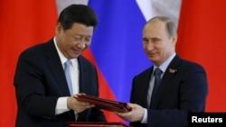 Ռուսաստանի և Չինաստանի ղեկավարները մասնակցում են փաստաթղթերի ստորագրման արարողությանը, 8-ը մայիսի, 2015թ․