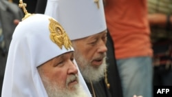 Patriarch Kirill (left) and the head of the Ukrainian Orthodox Church (Moscow Patriarchate), Metropolitan Volodymyr, attend a ceremony in Kyiv.