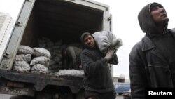 Москвадагы мигранттар. Сүрөттөгү жумушчулардын макаладагы каармандарга тиешеси жок.