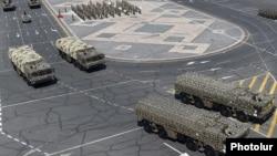 Армения - Ракетные системы «Искандер» российского производства во время военного парада на площади Республики в Ереване, 21 сентября 2016 г.