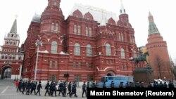 Полицейские собираются в центре Москвы. 2 апреля 2017 года.